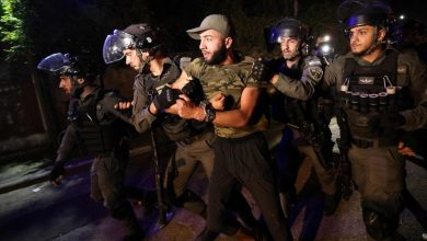 Photo of القدس المحتلة..مستوطنون يطلقون النار على المعتصمين بحي الشيخ جراح