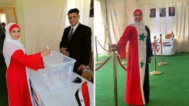 Photo of سيدة ترتدي زي العلم السوري تنتخب في الأردن تشغل مواقع التواصل