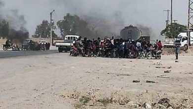 Photo of Locals in Jdid Bakkara town, Deir Ezzor countryside demonstrate against QSD practices