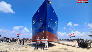 Photo of Preparations are being made to float the Syrian ship (Farah Star) in the port of Banias