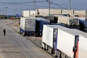 Photo of 70 شاحنة محمّلة بأثاث المغتربين عالقة في معبر نصيب منذ شهر