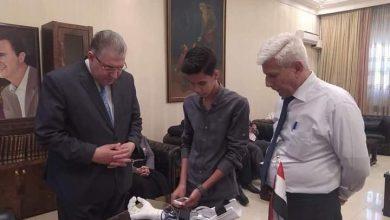 Photo of طالب يصنع طرف اصطناعي علوي و وزير التربية يثني على جهوده