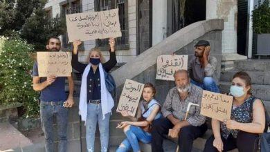 Photo of اعتصام عدد من مرضى الفشل الكلوي أمام مبنى المحافظة في السويداء