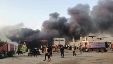 Photo of حريق ضخم في أحد معامل الدهان في المدينة الصناعية بالشيخ نجار في حلب