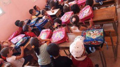 Photo of حملة كلنا أهل توزع ما يزيد عن 150 حقيبة مدرسية في قرية سميع