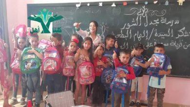 Photo of حملة كلنا أهل تصل قرية مجدل الشور بريف السويداء و توزع حقائب مدرسية مجانية