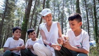 Photo of السيدة أسماء الأسد تزور مخيم «راية الشهيد» في اللاذقية