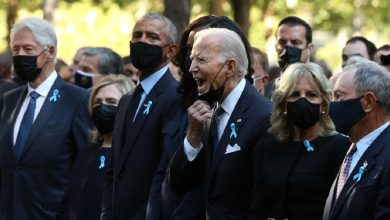 Photo of بايدين يقوم بحركة غريبة أثناء إحياء ذكرى الـ11 من سبتمبر