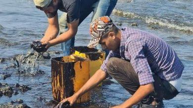 Photo of الدفاع المدني ينهي أعمال تنظيف الفيول من شاطئ مدينتي جبلة واللاذقية