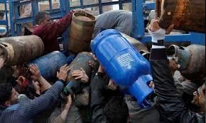 Photo of وزير التجارة.. الغاز والمحروقات الموجودة في السوق السوداء هي مواد مسروقة