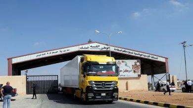 Photo of بعد فتح الحدود…. 150 شاحنة تعبر معبر نصيب الحدودي يومياً