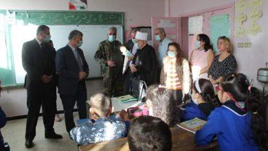 Photo of تقديم الكمامات و الإطلاع على صحة الطلاب في مدرسة بحي الفرسان في السويداء